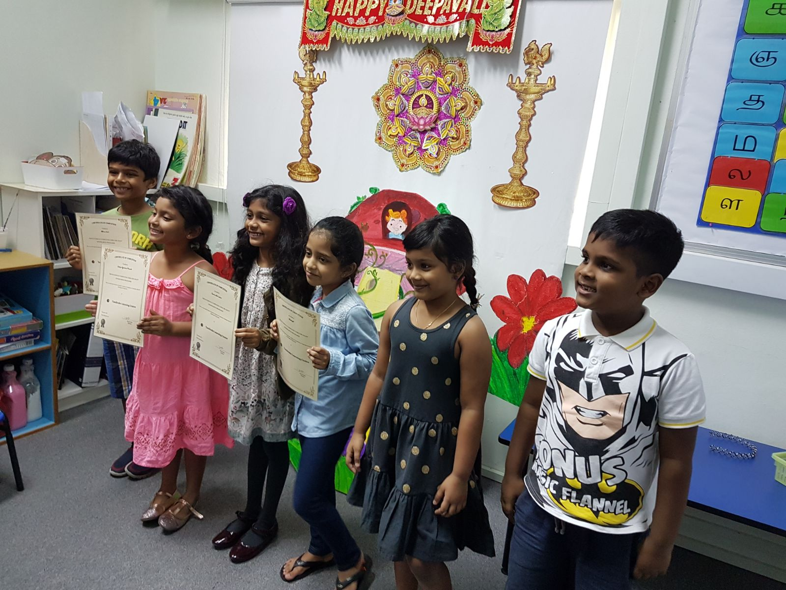 Kindergarten Kids receiving Tamilcube Course Completion Certificate